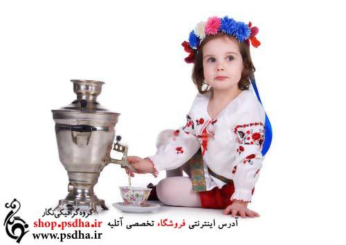 عکس کودک در کنار سماور