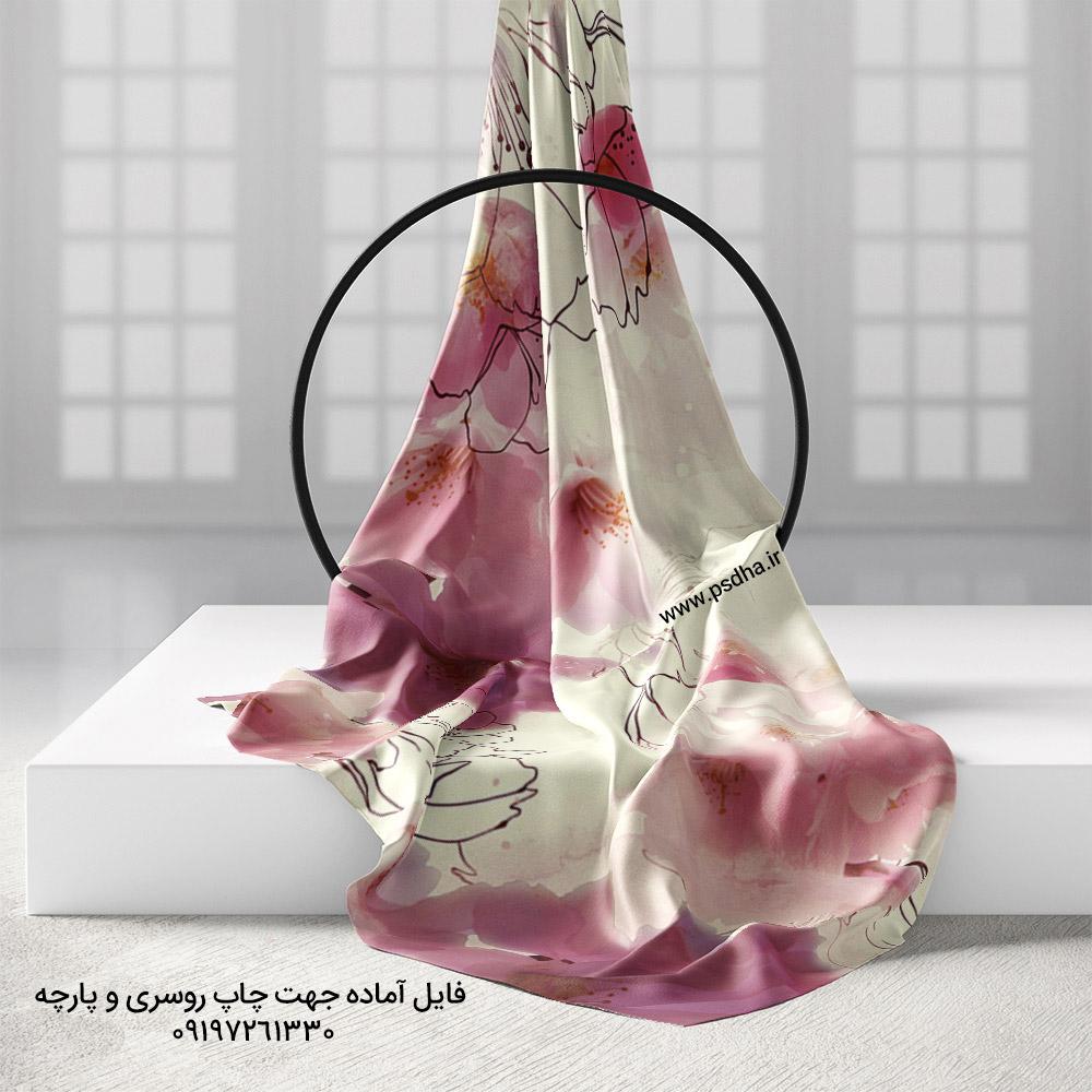 روسری زمینه روشن با گل درشت